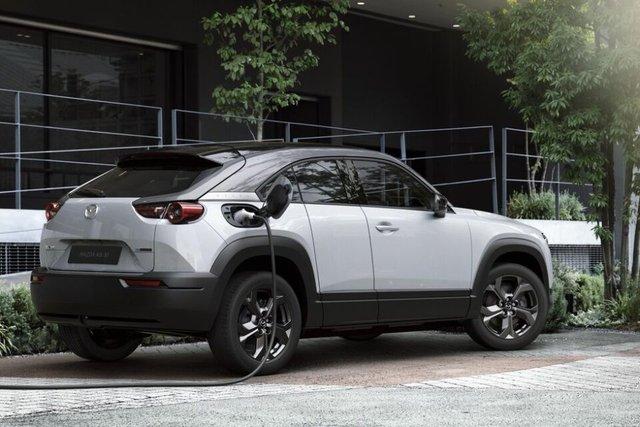 Mazda показала свій перший електричний кросовер: усі фішки новинки - фото 370980