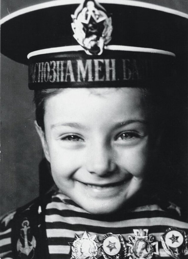 Ксенія Мішина показала, як вона виглядала в дитинстві - фото 371042
