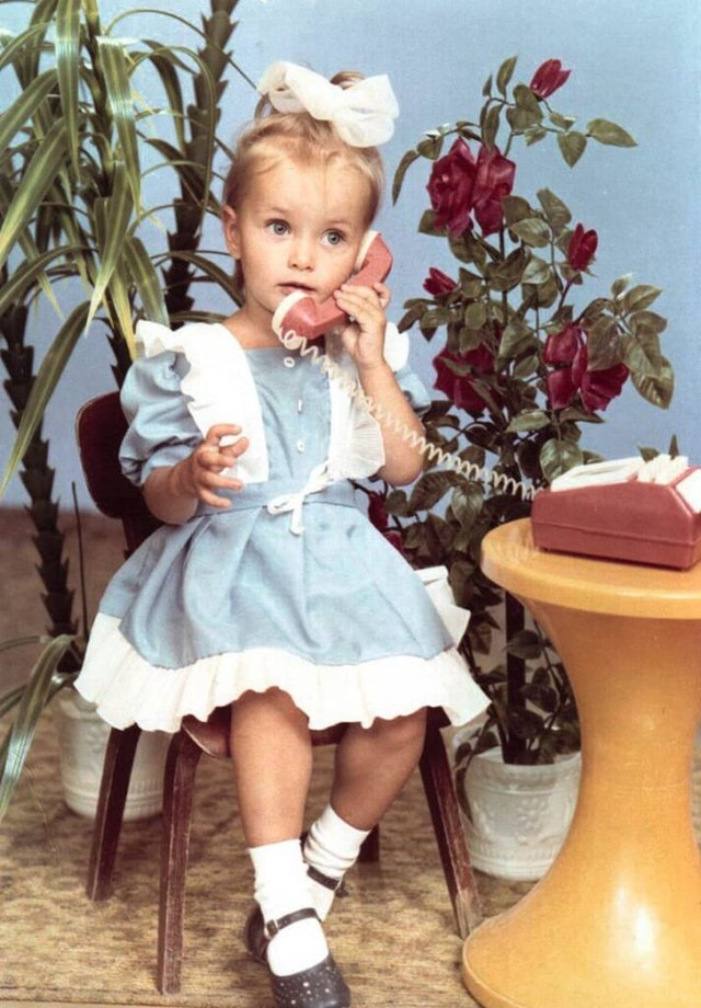 Ксенія Мішина показала, як вона виглядала в дитинстві - фото 371044