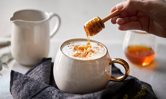 Кава з медом покращує самопочуття - фото 371234
