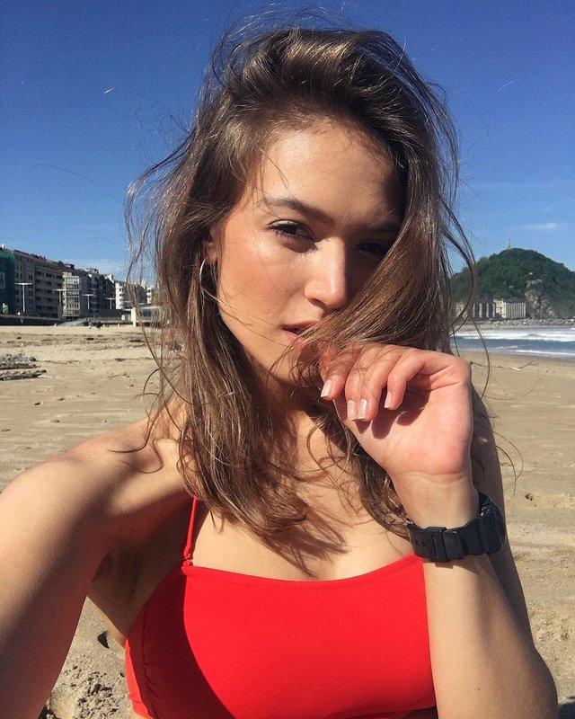 Дівчина тижня: гаряча модель Олександра Ободянська, яка стала обличчям Держави в смартфоні - фото 371293