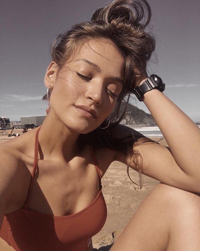 Дівчина тижня: гаряча модель Олександра Ободянська, яка стала обличчям Держави в смартфоні - фото 371294