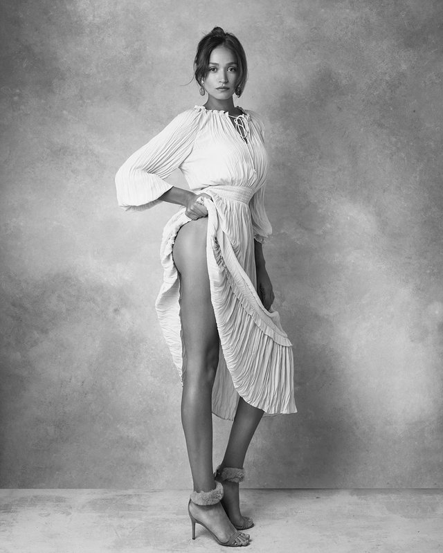 Дівчина тижня: гаряча модель Олександра Ободянська, яка стала обличчям Держави в смартфоні - фото 371296