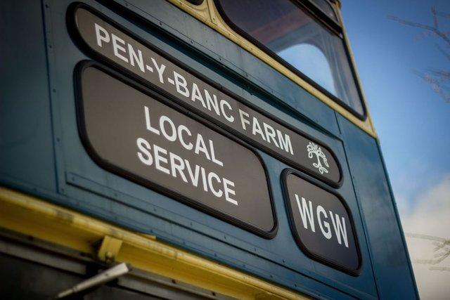 Як у Гаррі Поттері: британці відкрили готель у двоповерховому автобусі - фото 371401