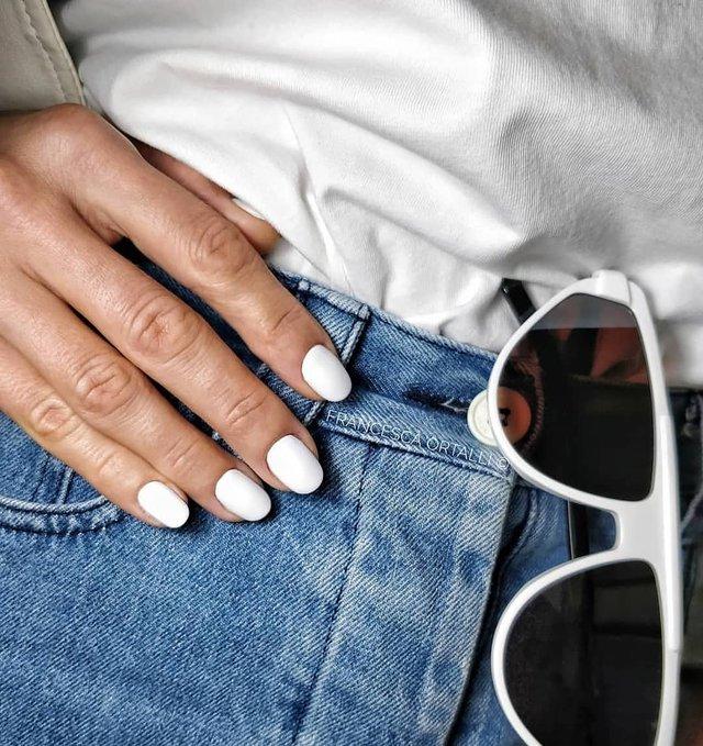Манікюр на зиму 2019 – 2020: модні тренди дизайну нігтів у фото - фото 371653
