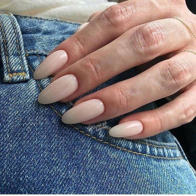Манікюр на зиму 2019 – 2020: модні тренди дизайну нігтів у фото - фото 371654