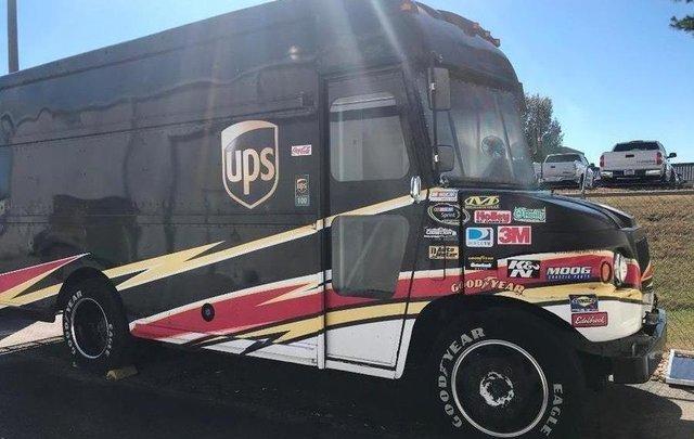 Знаменитий гоночний фургон виставили на продаж за один долар - фото 371840