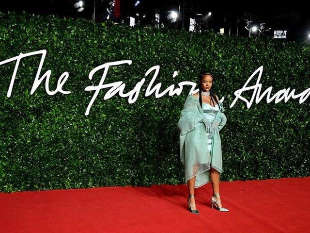 Rihanna дала привід для чуток про свою вагітність: фото - фото 371896