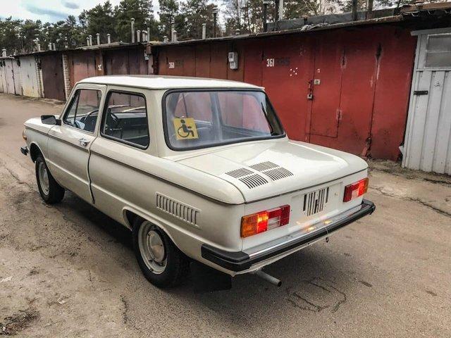 У Києві бачили раритетний 30-річний ЗАЗ - фото 372336