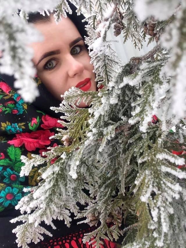 Красуні-українки у хустках долучилися до неймовірного флешмобу - фото 372643