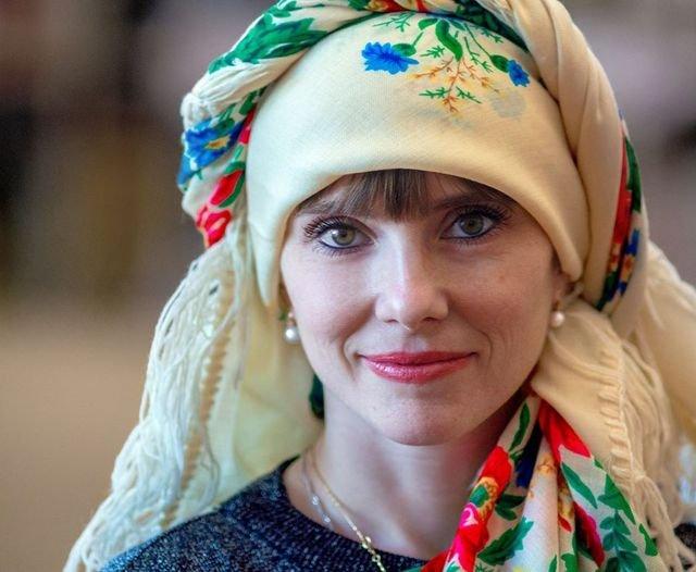 Красуні-українки у хустках долучилися до неймовірного флешмобу - фото 372645