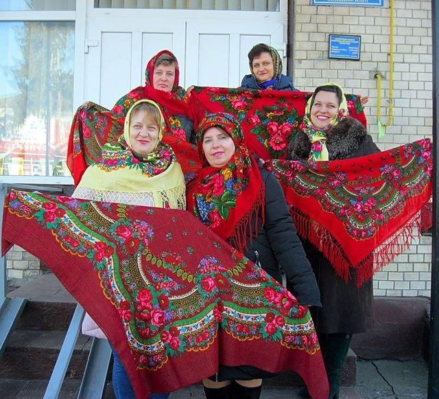 Красуні-українки у хустках долучилися до неймовірного флешмобу - фото 372647