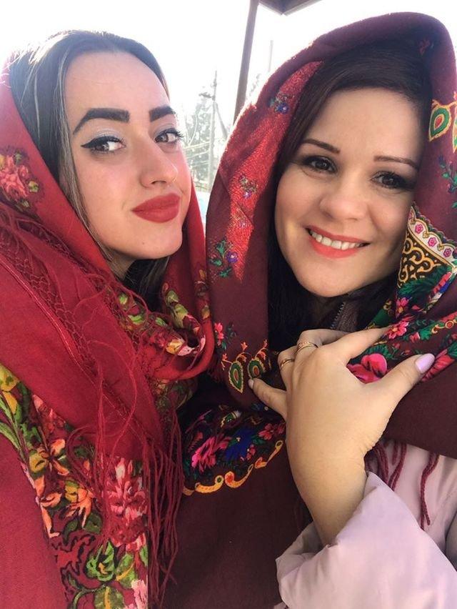 Красуні-українки у хустках долучилися до неймовірного флешмобу - фото 372648