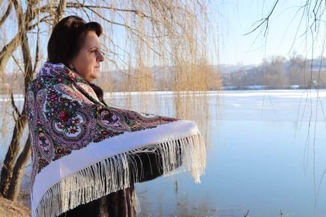 Красуні-українки у хустках долучилися до неймовірного флешмобу - фото 372649