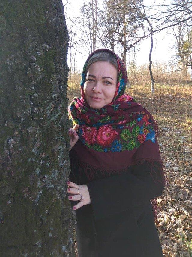 Красуні-українки у хустках долучилися до неймовірного флешмобу - фото 372651