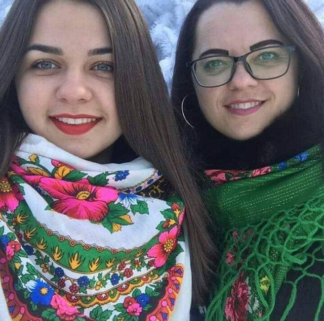 Красуні-українки у хустках долучилися до неймовірного флешмобу - фото 372652
