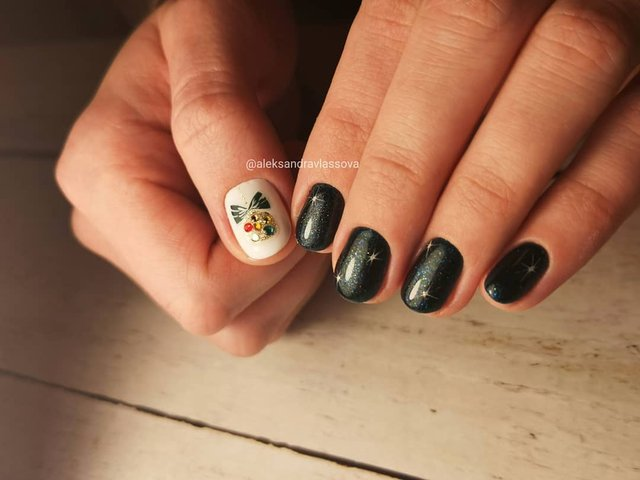 Новорічний манікюр 2020: готові варіанти нігтів на Новий рік у фото - фото 372786