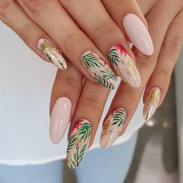Новорічний манікюр 2020: готові варіанти нігтів на Новий рік у фото - фото 372789