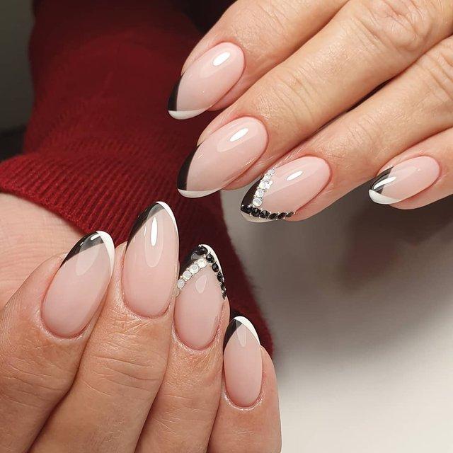 Новорічний манікюр 2020: готові варіанти нігтів на Новий рік у фото - фото 372790