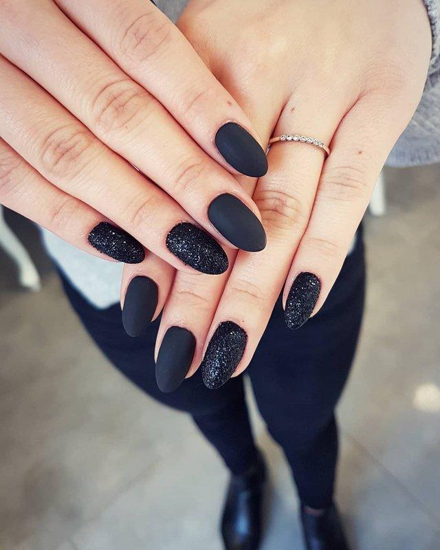 Новорічний манікюр 2020: готові варіанти нігтів на Новий рік у фото - фото 372793