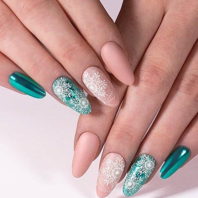 Новорічний манікюр 2020: готові варіанти нігтів на Новий рік у фото - фото 372795