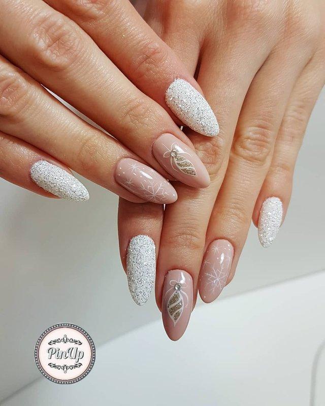 Новорічний манікюр 2020: готові варіанти нігтів на Новий рік у фото - фото 372798