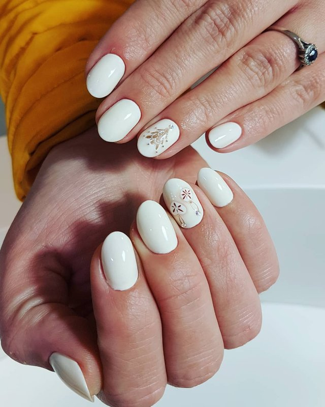 Новорічний манікюр 2020: готові варіанти нігтів на Новий рік у фото - фото 372800
