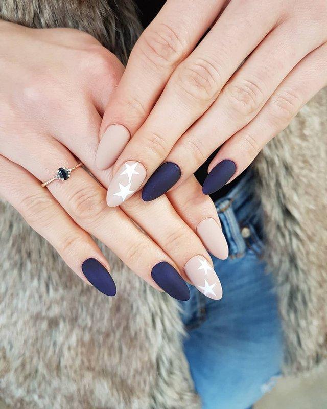 Новорічний манікюр 2020: готові варіанти нігтів на Новий рік у фото - фото 372801
