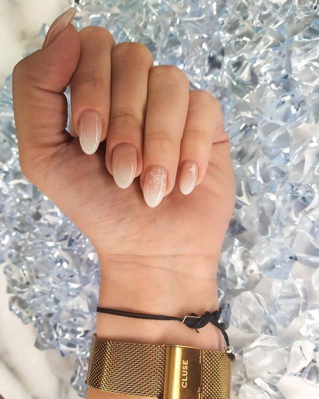 Новорічний манікюр 2020: готові варіанти нігтів на Новий рік у фото - фото 372805