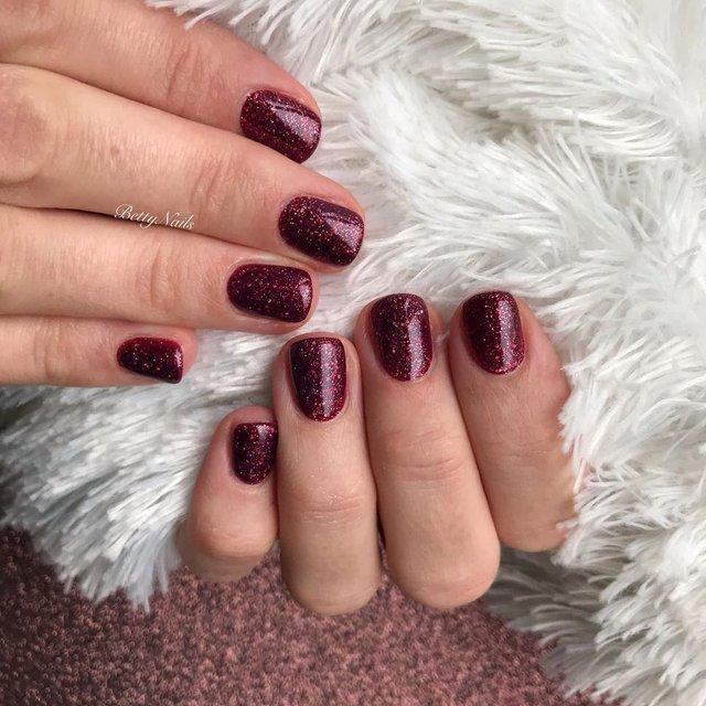 Новорічний манікюр 2020: готові варіанти нігтів на Новий рік у фото - фото 372809