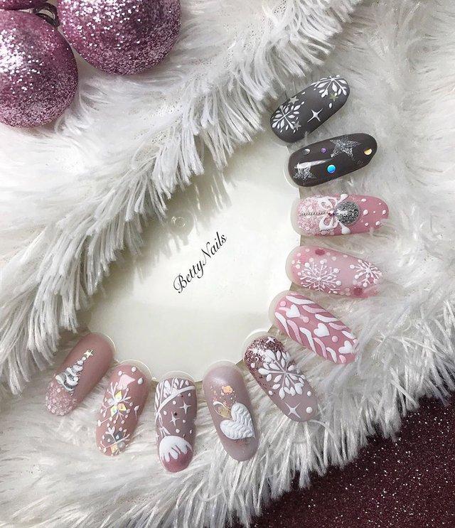 Новорічний манікюр 2020: готові варіанти нігтів на Новий рік у фото - фото 372810