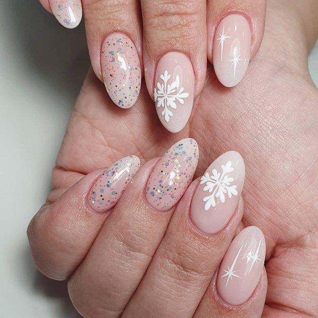 Новорічний манікюр 2020: готові варіанти нігтів на Новий рік у фото - фото 372813
