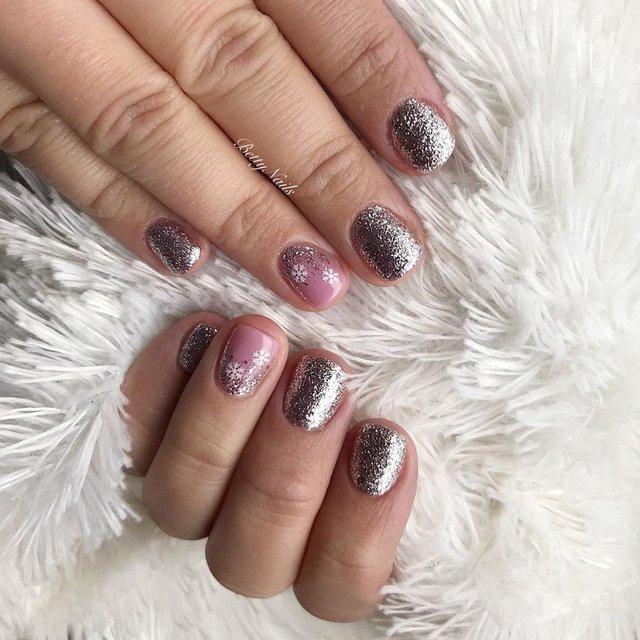 Новорічний манікюр 2020: готові варіанти нігтів на Новий рік у фото - фото 372815