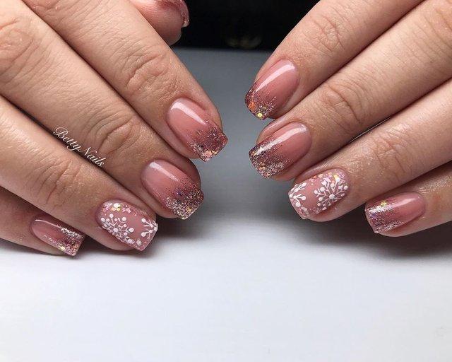 Новорічний манікюр 2020: готові варіанти нігтів на Новий рік у фото - фото 372819