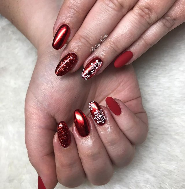 Новорічний манікюр 2020: готові варіанти нігтів на Новий рік у фото - фото 372821