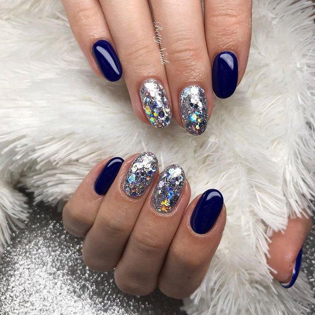 Новорічний манікюр 2020: готові варіанти нігтів на Новий рік у фото - фото 372826