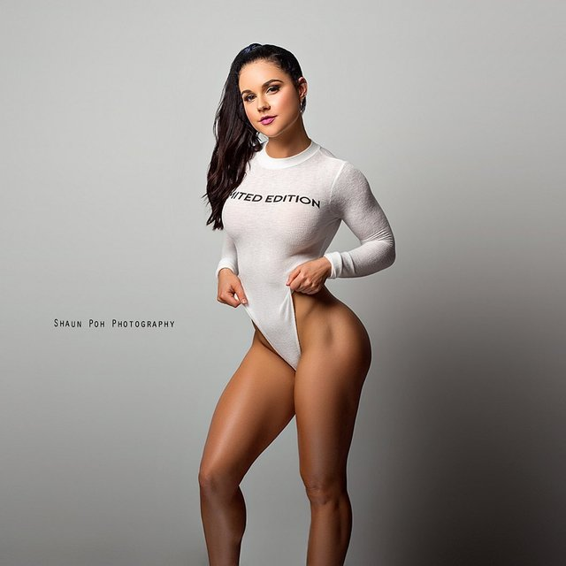 Дівчина тижня: акушерка Шеріл Грант, яка стала гарячою фітнес-моделлю (18+) - фото 373025