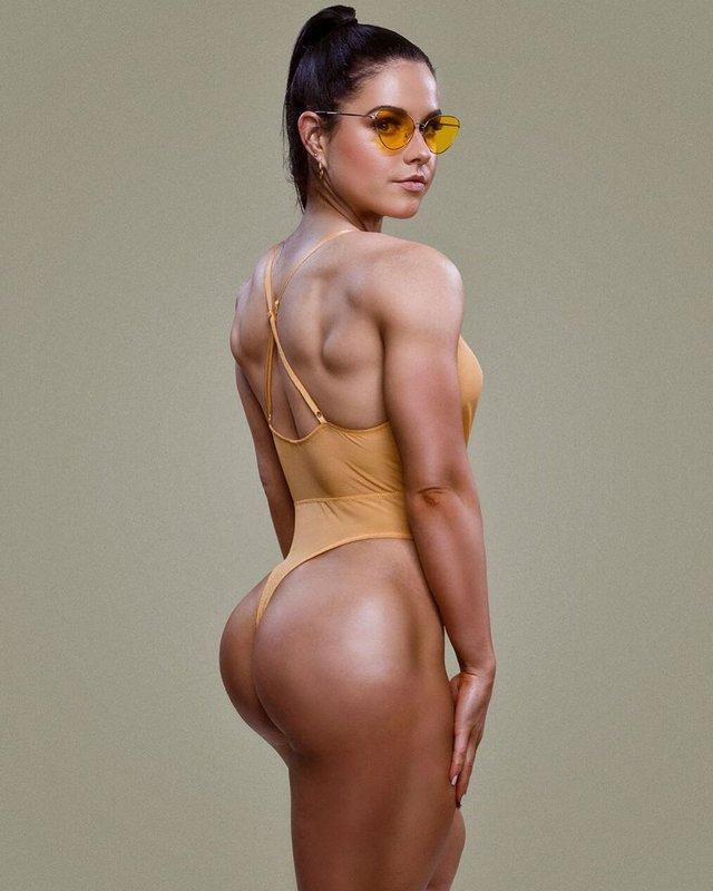 Дівчина тижня: акушерка Шеріл Грант, яка стала гарячою фітнес-моделлю (18+) - фото 373029