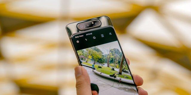 Поворотна камера дозволяє робити надзвичайно круті селфі - фото 373089