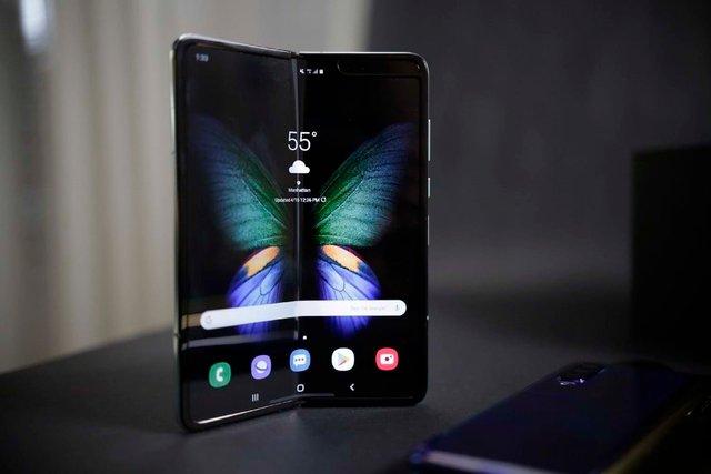 Samsung Galaxy Fold уже можна купити в Україні - фото 373093