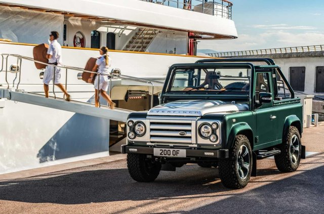Land Rover Defender перетворили на розкішну 'яхту' - фото 373283