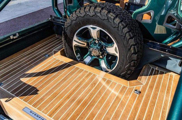 Land Rover Defender перетворили на розкішну 'яхту' - фото 373286