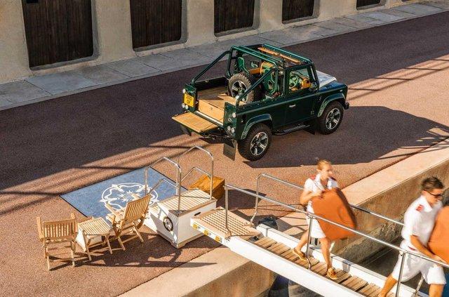 Land Rover Defender перетворили на розкішну 'яхту' - фото 373288
