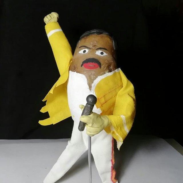 Білорус створює кумедні фігури зірок з картоплі: веселі фото - фото 373649