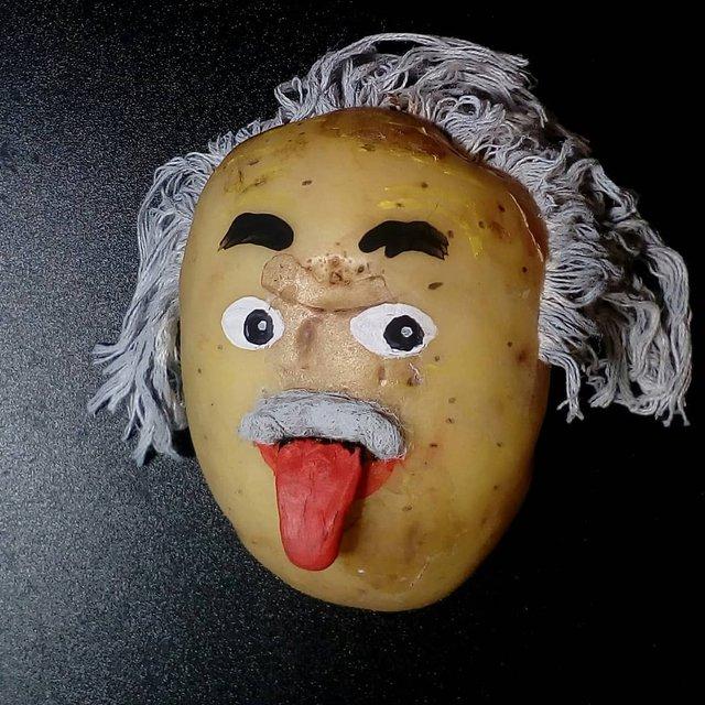 Білорус створює кумедні фігури зірок з картоплі: веселі фото - фото 373654