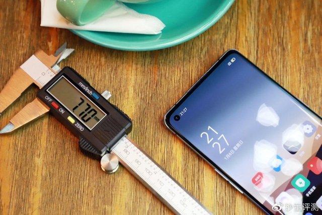OPPO порівняла новий смартфон з Motorola 888, iPhone 3GS і Nokia 5300 - фото 373843