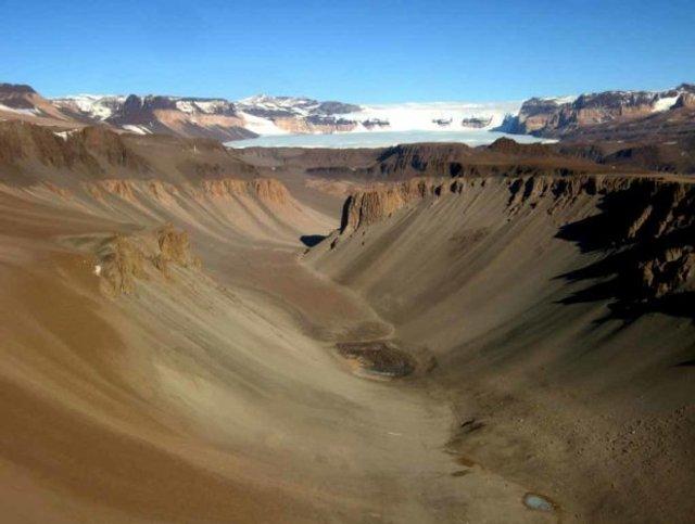 Найдивніше місце на Землі, де дощів не бачили 2 мільйони років - фото 374259