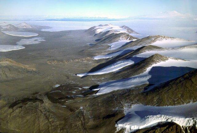 Найдивніше місце на Землі, де дощів не бачили 2 мільйони років - фото 374261