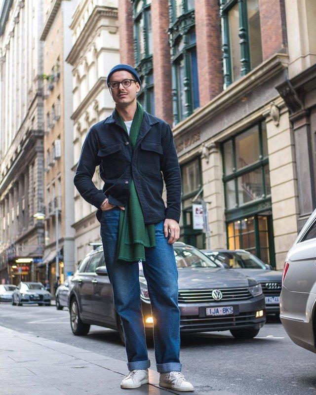 Як і з чим носити чоловічий шарф: 10 модних образів у фото - фото 374293
