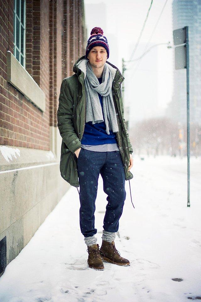 Як і з чим носити чоловічий шарф: 10 модних образів у фото - фото 374295